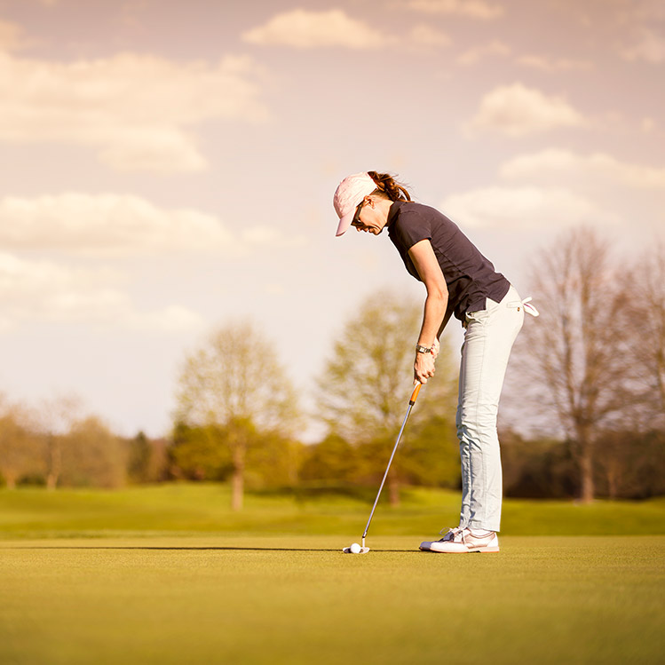 A woman golfing in Bend