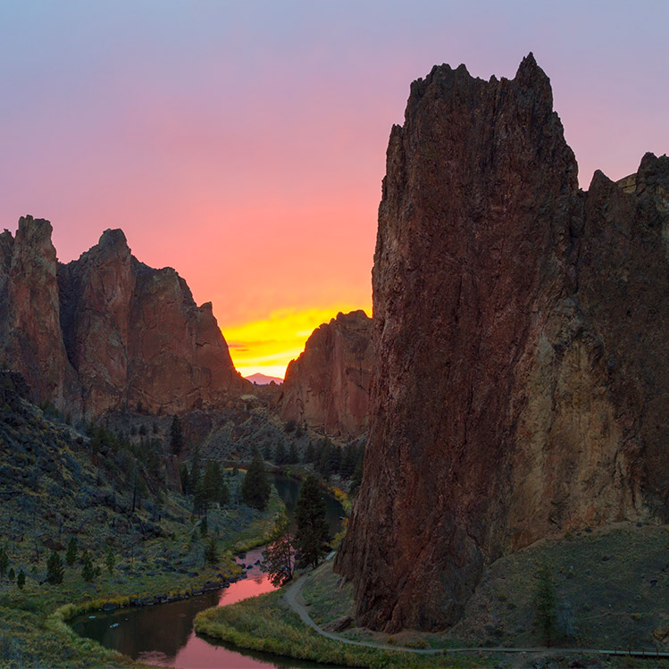 Sunset view of Smith Rock Park
